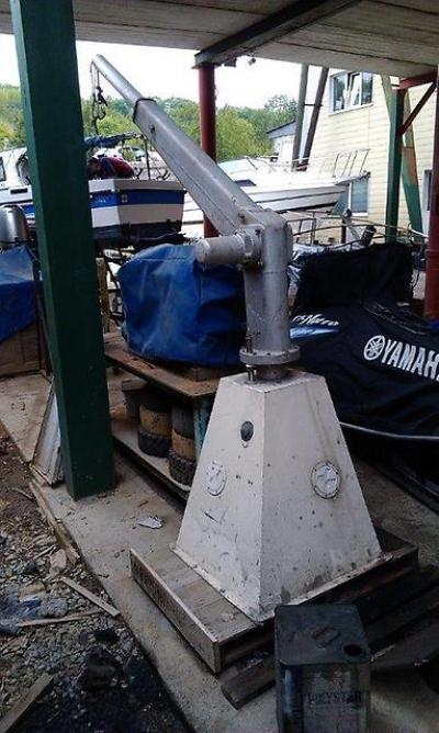 Крановая установка для катера