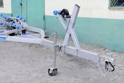 Прицеп для катера до 7 м, с тормозной системой, колеса R14