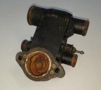 Корпус термостата Mercruiser 4.3L 5.0L 5.7L 1998 и позднее